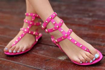 欧美明星款平底铆钉凉鞋