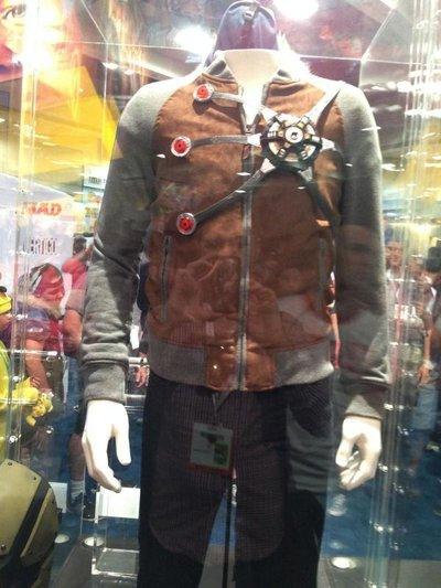 《闪电侠》第二季新战服亮相圣地亚哥动漫展