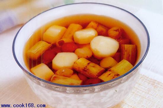 香港较流行的糖水包括红豆沙,绿豆沙,芝麻糊,花生糊,杏仁糊,栗子糊