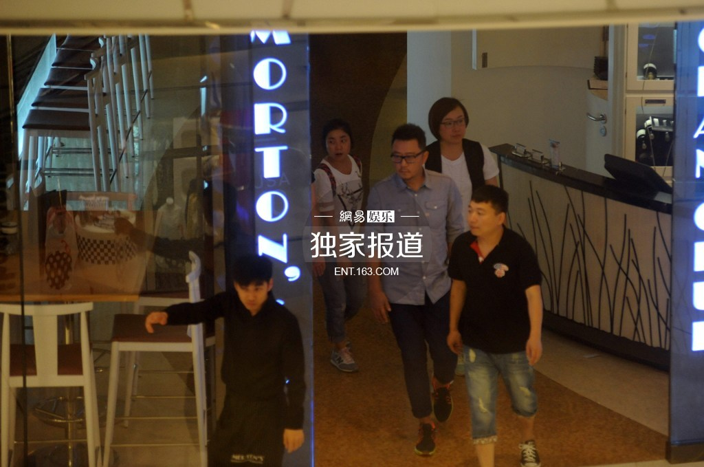 刘涛素颜抵沪与郭涛拍广告