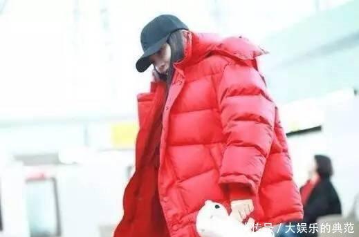 【热文】李小璐现身机场,一身红衣满脸笑容,穿着打扮仍是嘻哈风格