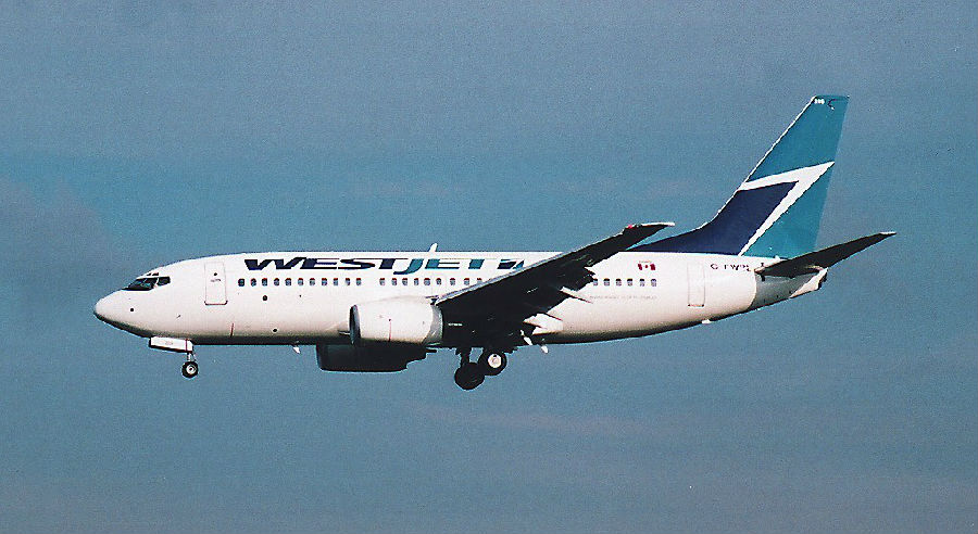 西捷航空营运初时机队只由3架波音737-200组成,员工数量只有222人,航