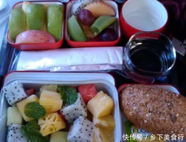 飞机餐可以免费要第二份,但都很少人会要,你知道为什么吗?