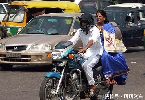 <b>印度小哥给摩托车轮装上25根弹簧,用力拧油门后,让人怀疑人生</b>