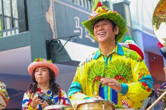 哈尔滨中央大街代言人甲继海欢乐打鼓