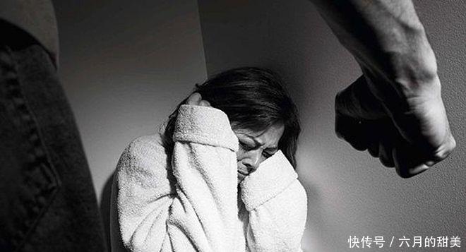 丈夫酗酒对妻子家暴,离婚5年后后悔,就算孩子哭求妈妈也不回去