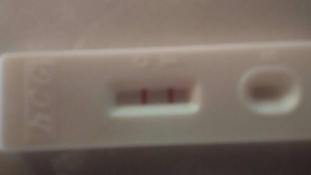 怀孕多久验孕棒才会两条杠颜色一样深图片