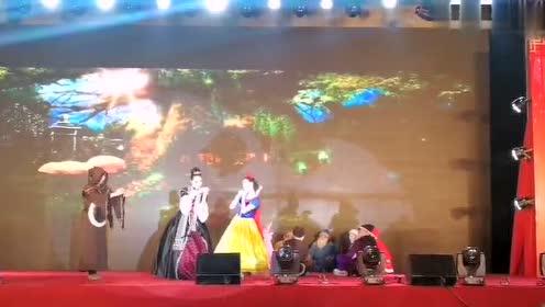 赵子云龙913的秒拍视频 宜昌上演新白雪公主传奇 一医版