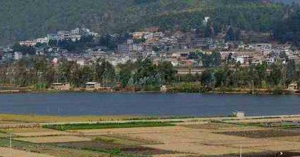 石屏县位于云南省南部,红河州西北部.