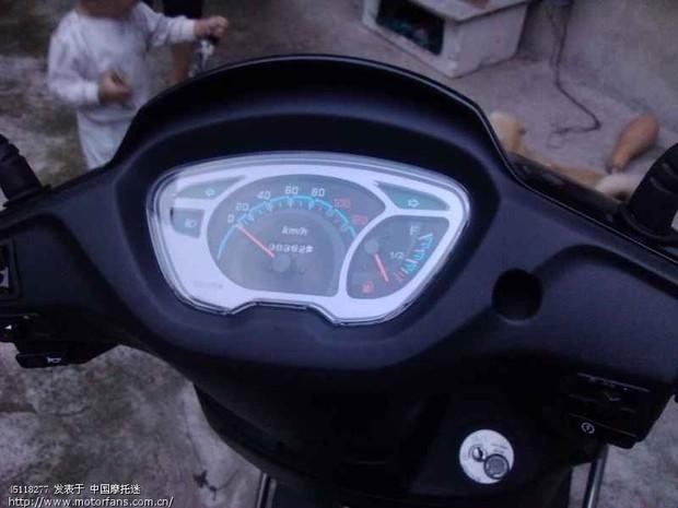 我想在踏板摩托车上装个双闪开关,是不是买个双闪开关