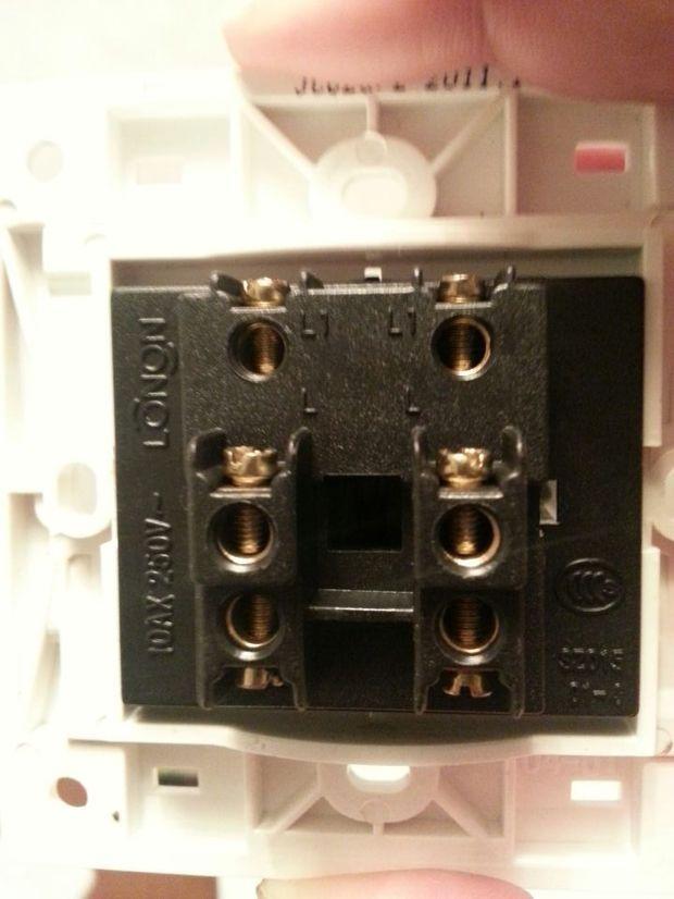 二灯双联开关怎么接线图解