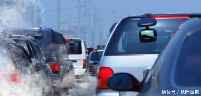 明年燃油车就禁售?交通部作出回应,车主崩溃:我车还能开多久?