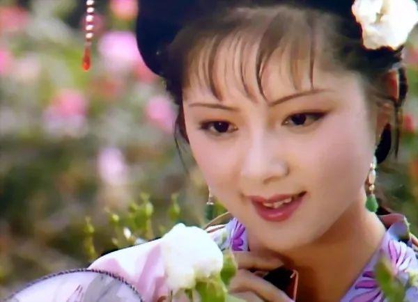 古装剧戴耳环的明星,范冰冰高贵,赵薇俏皮可爱,韩雪清新脱俗