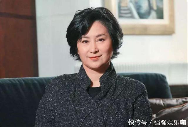 57岁何超琼与俞琤低调现身,不惧世俗眼光,出双入对似老夫老妻