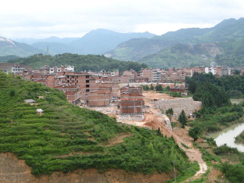 鹤塘文化历史悠久,名胜古迹甚多,饱经沧桑的宋代幽岩寺塔雄姿依在