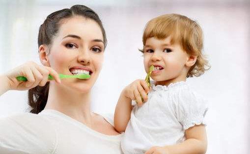 刷牙前用牙刷沾水?教你正确刷牙方法