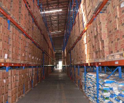 导轨,油桶架等功能性附件.满足不同单元集装设备形式的货物存储.