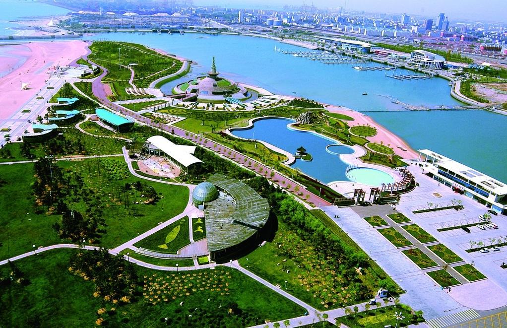 """实现这一成长目标的手段是:(1)以创建""""太阳城""""主题公园和举办一年一度图片"""
