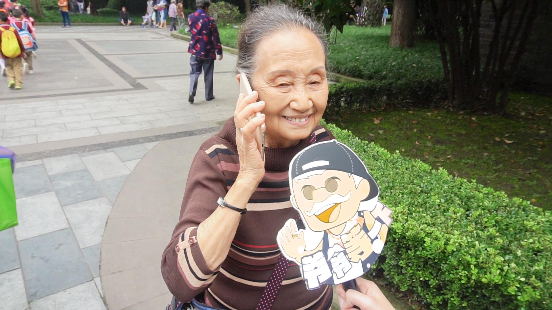 中秋节你会和父母一起过吗?奶奶傲娇回复:我女儿经常回来看我