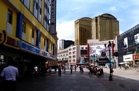 毗邻大连世贸大厦,周围环绕了以中山广场为中心的商务金融圈,大型购物