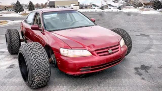 在小轿车上装卡车轮胎,启动后到底会怎样?牛人硬核测试!