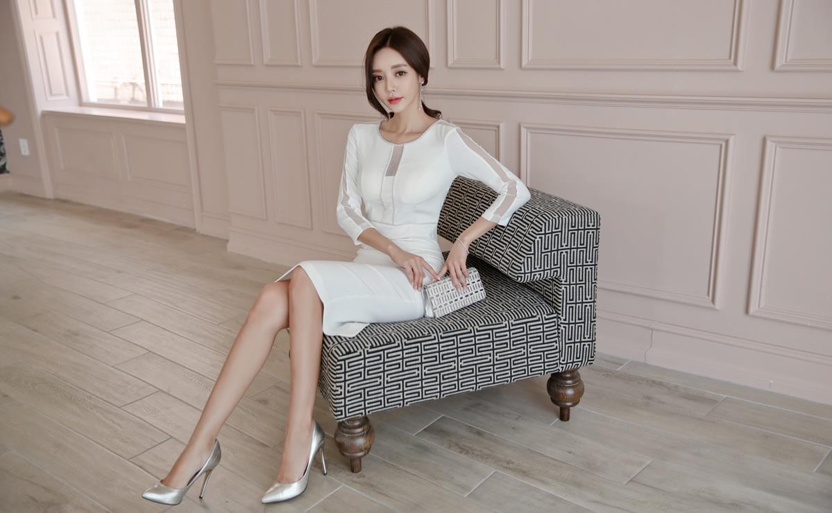 美女写真长腿小礼服美女浴巾银色配气质高跟鞋的姐姐白色好看图片
