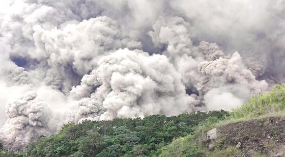 危地马拉富埃戈火山喷发 喷出火山灰高达1.1万米
