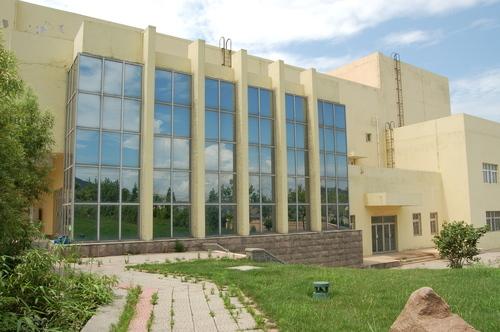 1997年,青岛市中学布局调整后改为普通初中学校.