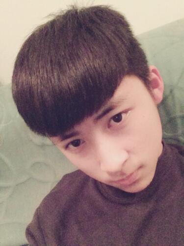 现在的男生剪的那种平刘海的头发求图片