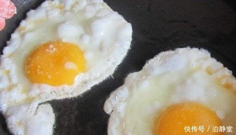 煎荷包蛋时,到底是冷油下锅还是热油下锅?做错一步,鸡蛋不入味