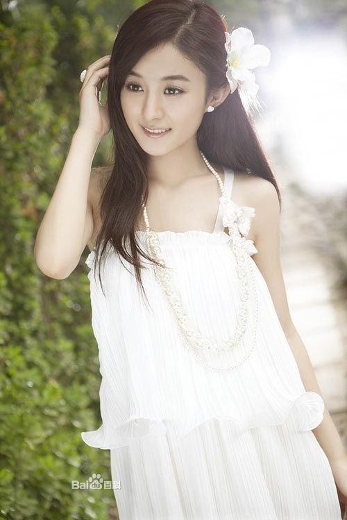 而赵丽颖主演的古装电视剧《吉祥天宝》和现代都市剧《极品男女