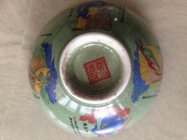 大清乾隆年制哥窑瓷器八仙过海龙凤碗一对,葫芦瓶一对