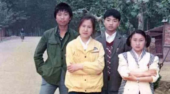 25岁章泽天与44岁刘强东青涩旧照流出,夫妻俩差距大得没眼看!