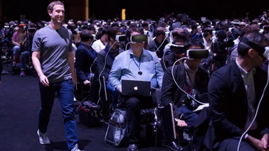 Facebook加紧开发节奏 VR社交有望在2016年末到来