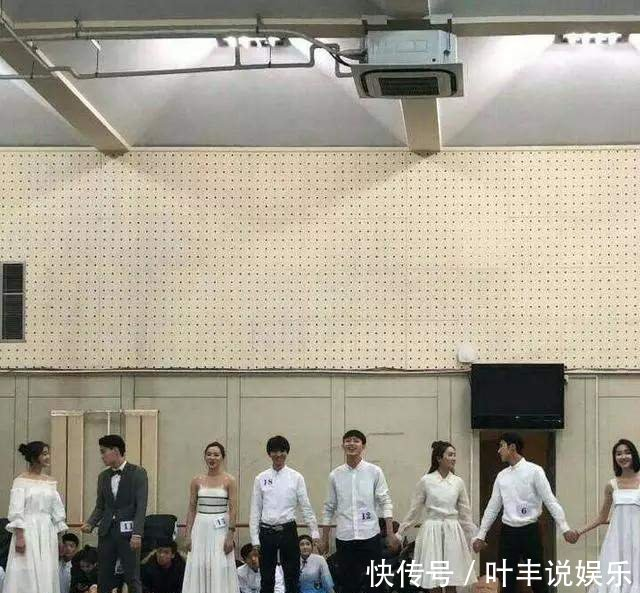 王俊凯北电家教拒牵网友手,女生考试很严花墙女生写真图片