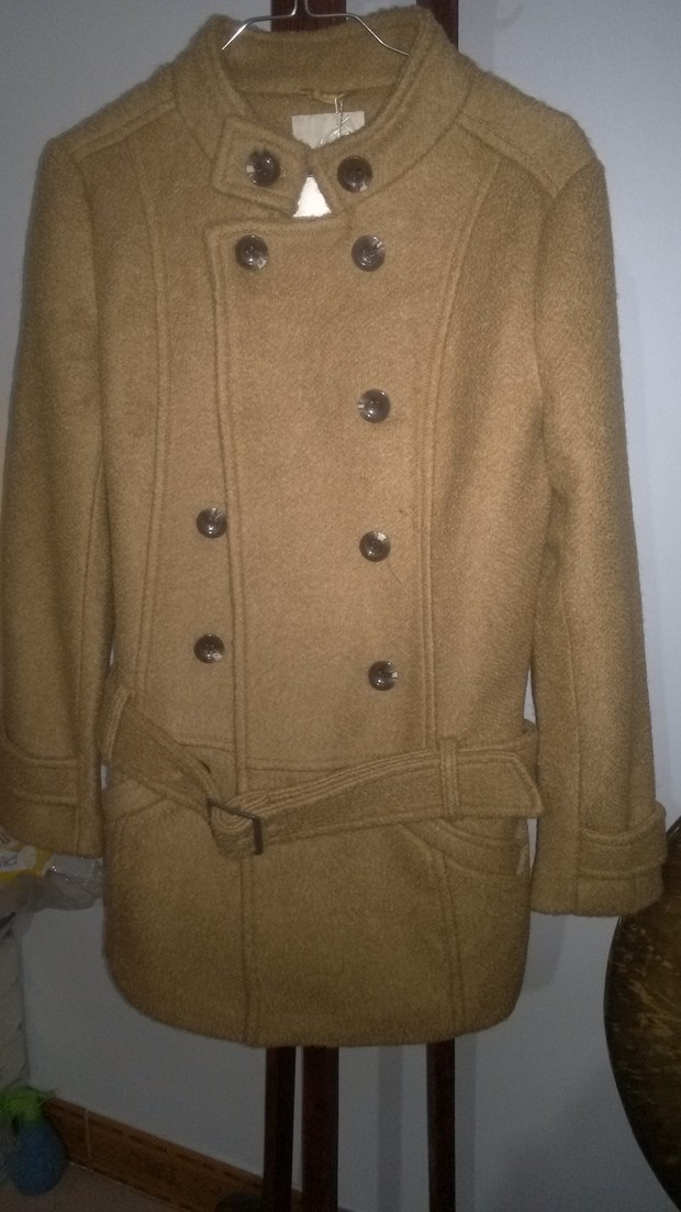 驼色呢子大衣如何搭配?搭配什么颜色的围脖或围巾?