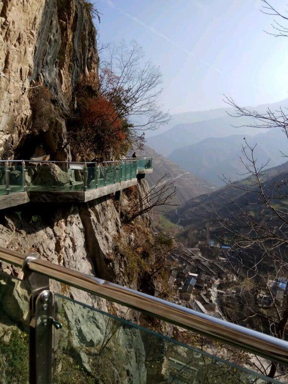 文县铁楼乡石门沟玻璃栈道,是陇南市唯一的一个玻璃栈道,铁楼藏族乡