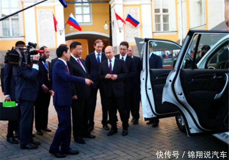 哈弗F7开进克里姆林宫,中俄两国元首引擎盖签名,长城风光无限!