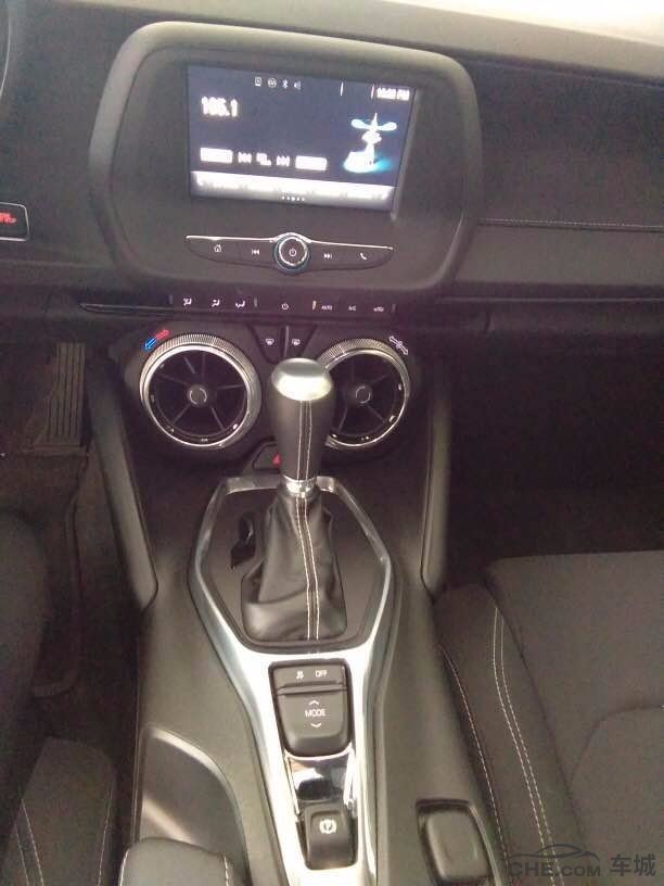 细节方面:17款雪佛兰科迈罗车载智能互联系统,大屏导航,遥控车库门