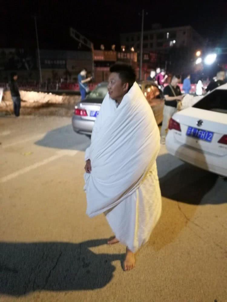 云南通海连续2天发生5级地震 多地民众被震醒