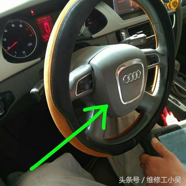 奥迪车主非常担忧,发动机风扇一直高速运转并且空调也