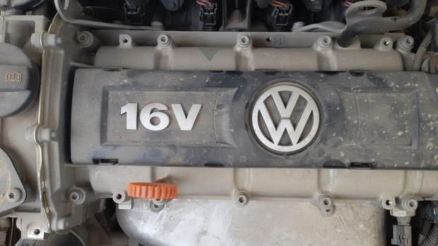 2013版朗逸1.6手舒版 发动机上有6个螺丝孔 正常吗? 你们有没有?