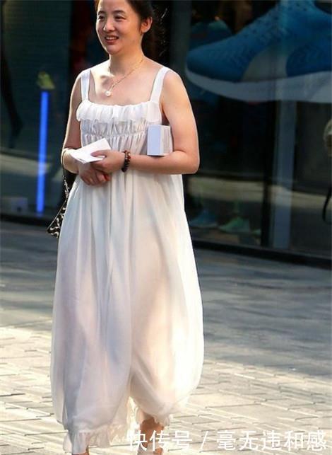 街拍:身材圆润的小姐姐,仙女般的气质,凸显女神的魅力