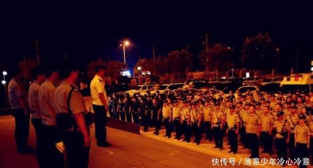 壮观!山西数千警察突袭娱乐城,现场抓500人,男男女女蹲满大厅