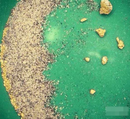 男子海边捡蛋形水晶石 竟让他一夜暴富 - 快乐大卫393890656 - 快乐大卫的博客