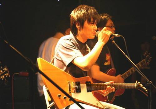 肖楠;; 王晓芳等人组建了中国第一支女子摇滚乐队—眼镜蛇; 王晓芳