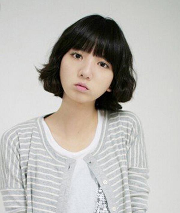 可爱女生短发头像 (600x707)