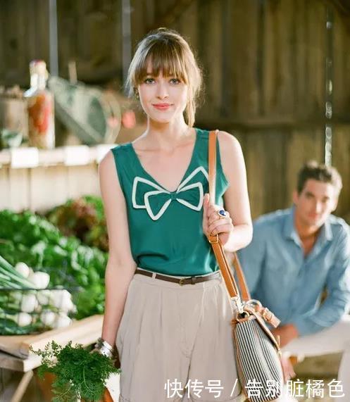 <b>会穿的女人这样搭短裤,时髦显高,盛夏也清爽</b>