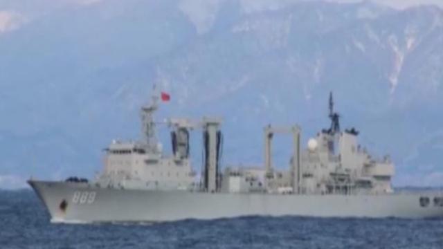 《军情解码》20170112中国军舰再穿津轻海峡