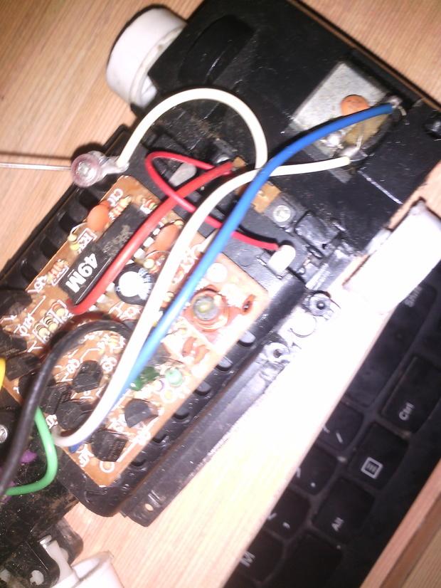 遥控车电路板上的一根黑线断了,怎么办啊.急